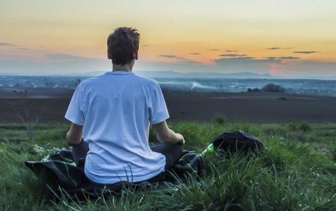 Blutdruck natürlich senken durch Meditation